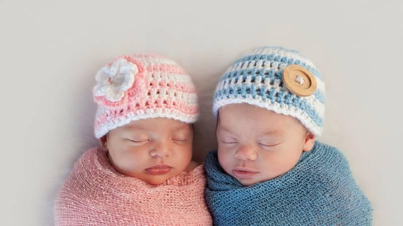 Babies met gebreide mutsjes